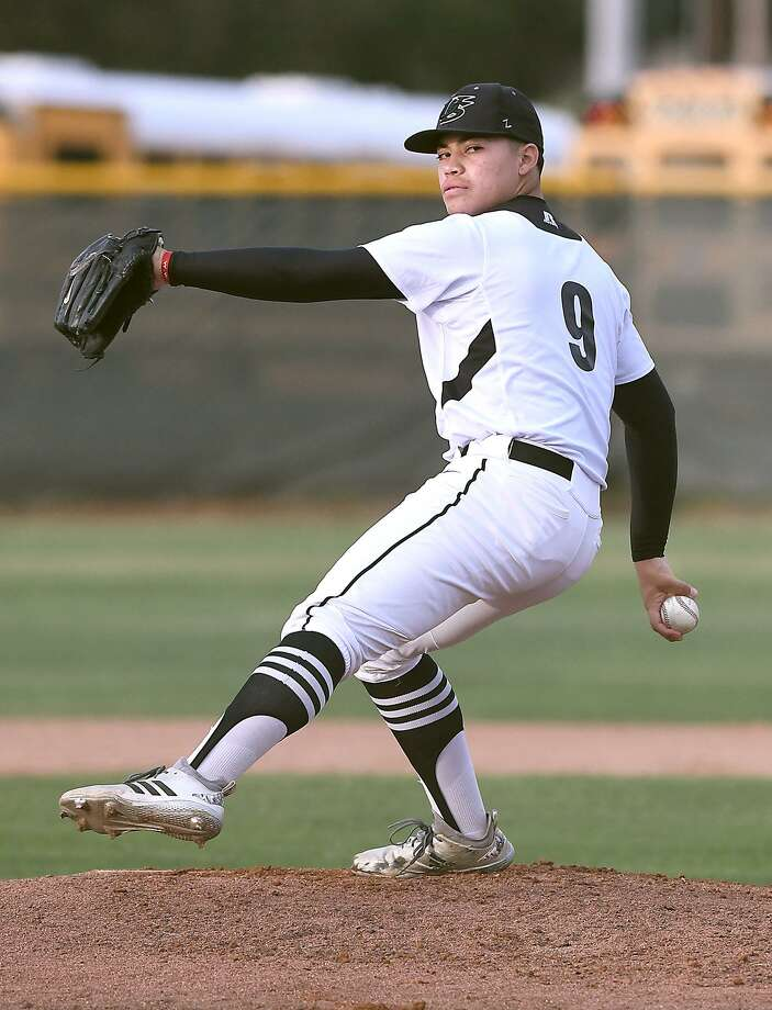 Greg Campos was the losing pitcher as United South dropped its second district game Saturday against Eagle Pass 4-3. Photo: Cuate Santos /Laredo Morning Times File / Laredo Morning Times