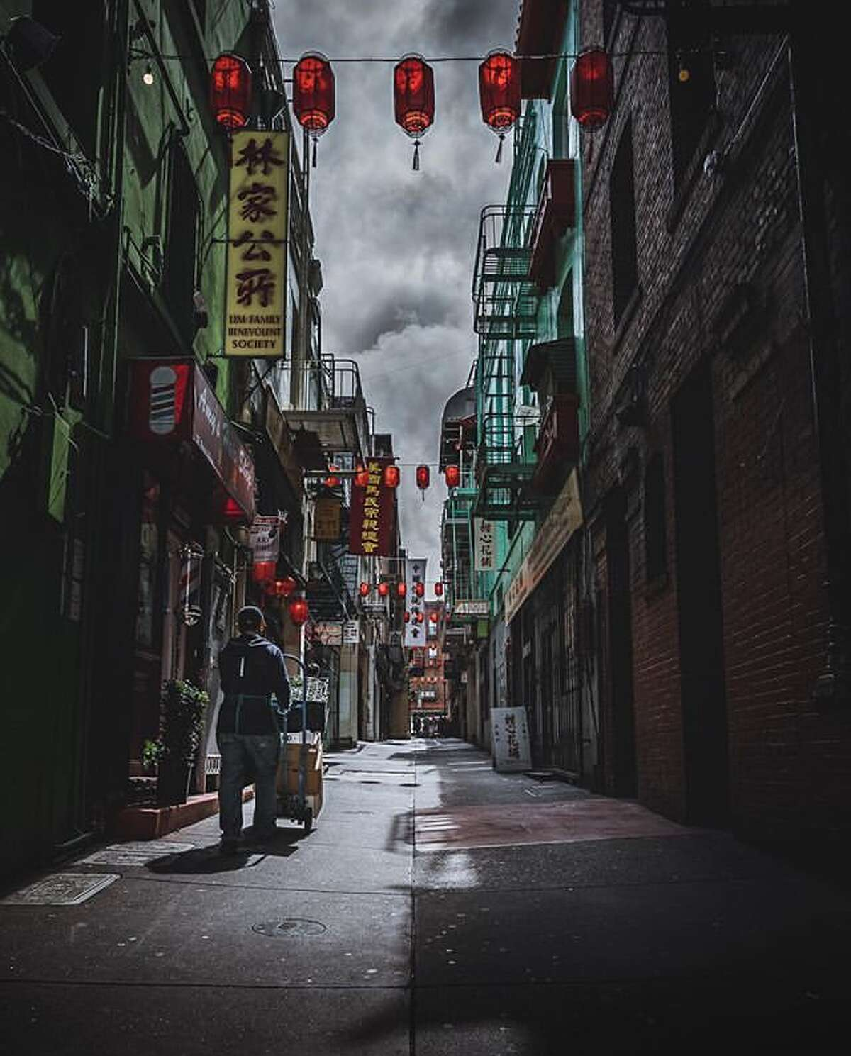 @bryannmatias explores Ross Alley in SF's Chinatown.