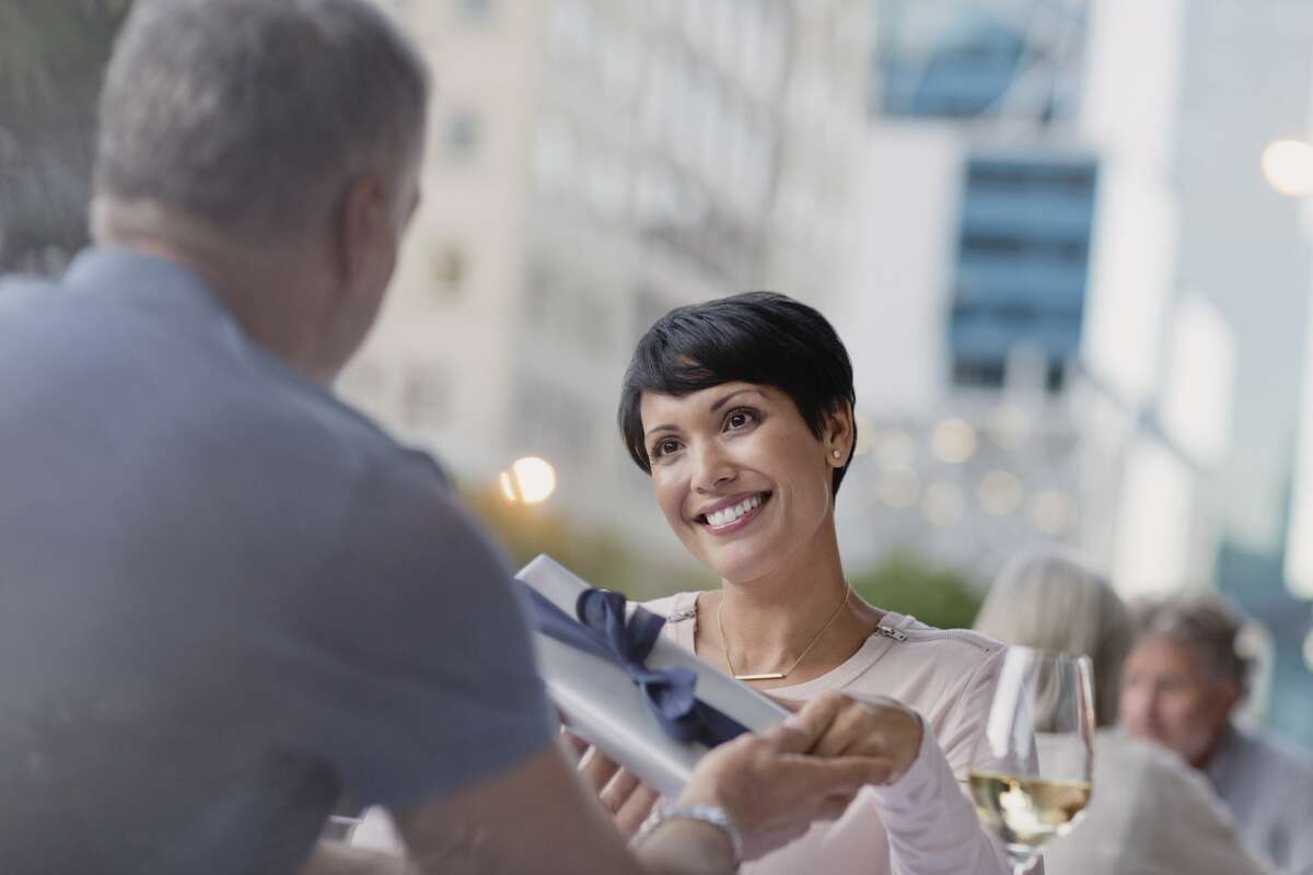 A woman isn't sure about dating a rich man.