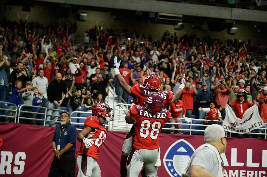 San Antonio Commander's Evan Rrodiguez (88) celebrates with Trey Williams after Williams scored a touch down during the AAF game against Salt Lake Stallions on March 17, 2319 at the Alamodome. Photo: Carlos Javier Sanchez / Contributor / pixelreflexmedia.com