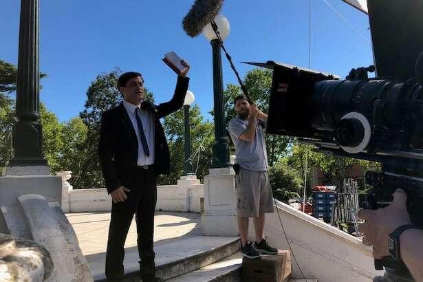El actor argentino Gastón Pauls (izq.), durante la grabación de una escena de la película basada en la vida del predicador evengelista Luis Palau.