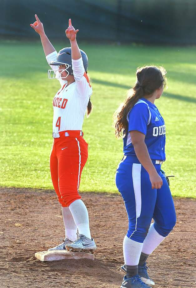A grand slam Monday from Eva Garcia helped United secure the No. 2 seed in District 29-6A with a 16-9 win over Del Rio. Photo: Cuate Santos /Laredo Morning Times File / Laredo Morning Times