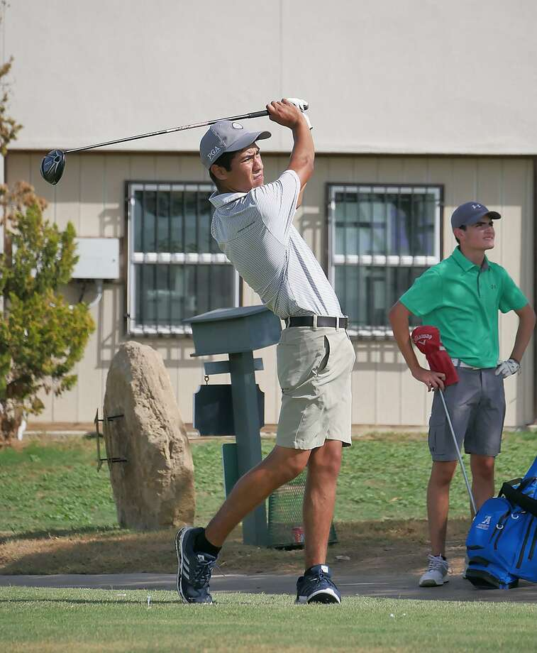Martin's Felix Gamez placed sixth at the District 29-5A Championship to earn the second qualifying spot for regionals. Photo: Cuate Santos /Laredo Morning Times File / Laredo Morning Times