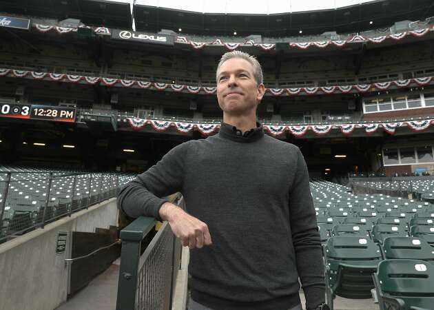 Giants' acting CEO Rob Dean takes spotlight during Larry Baer absence