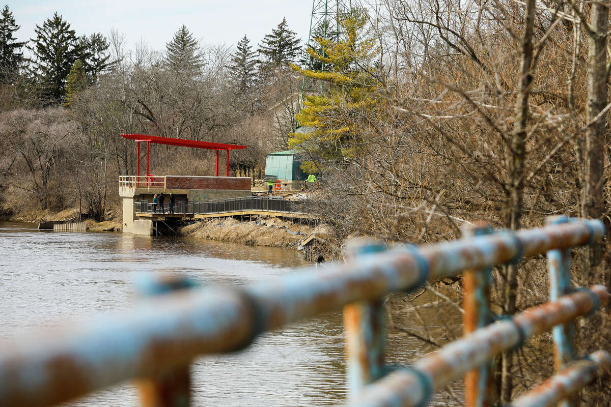 Construction continues on a river overlook structure at Upper Emerson Park, where a pumphouse once stood, on Thursday, April 4, 2019. (Katy Kildee/kkildee@mdn.net)