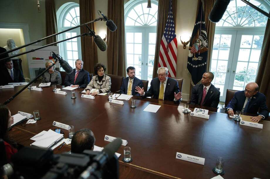 El presidente Donald Trump habla durante una reunión en el Salón de Gabinete de la Casa Blanca, el jueves 4 de abril de 2019, en Washington. Photo: Evan Vucci /Associated Press / Copyright 2019 The Associated Press. All rights reserved.