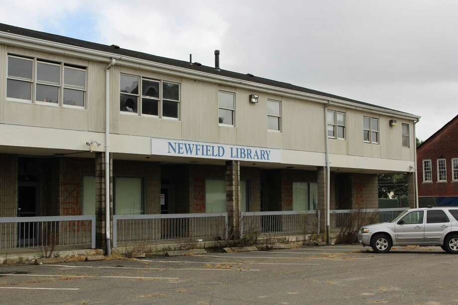 The former Newfield Library site in Bridgeport's east end is expected to be demolished to make way for a new shopping plaza Photo: Jordan Grice / Hearst Connecticut Media / Connecticut Post
