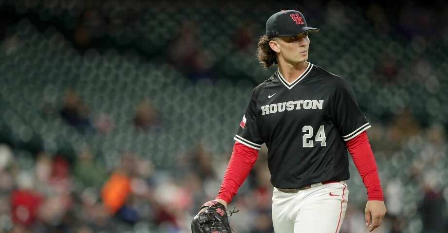Houston Cougars Lael Lockhart Jr. (24) leaves the game during the fifth inning of a game in the 2019 Shriners College Classic at Minute Maid Park, Sunday, March 3, 2019, in Houston. Photo: Jon Shapley/Staff Photographer