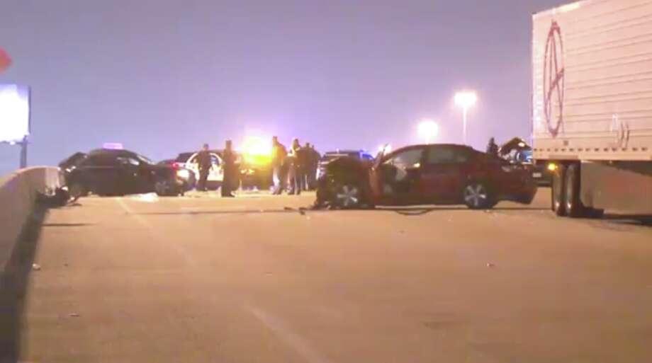 Man dies in four-car crash that shut down I-10 lanes - San Antonio