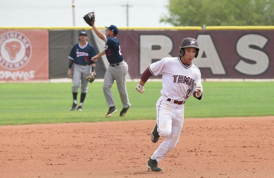 TAMIU's Daniel Espinoza Photo: Danny Zaragoza /Laredo Morning Times / Laredo Morning Times
