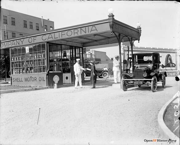The Shell gas station at Fell and Stanyan. The attendants are decked out in white hats, shirts and pants. Photo: OpenSFHistory / Wnp30.0086.jpg