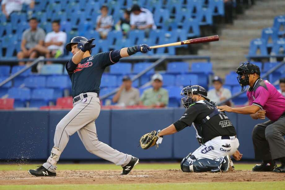 The Tecolotes Dos Laredos wrapped up a three-game sweep Sunday with a 7-3 victory in Nuevo Laredo over Algodoneros Union Laguna. Roberto Lopez played in his first game since being traded away last year and was 2-for-4 with a run and four RBIs. Photo: Courtesy Of The Tecolotes Dos Laredos, File