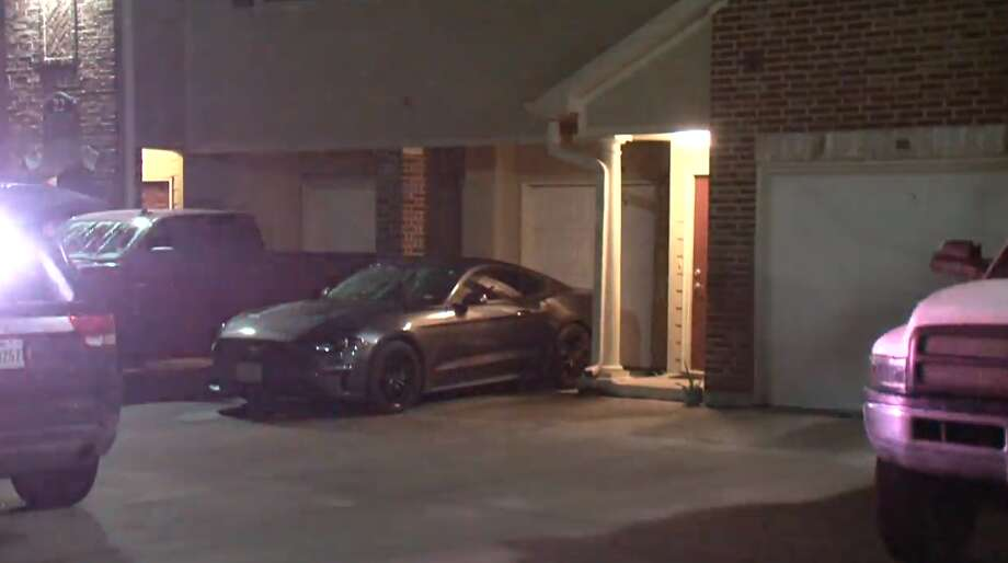 A man shot his girlfriend multiple times before turning himself in to Humble police on Sunday night, according to Houston police. The woman is expected to survive. Photo: Metro Video