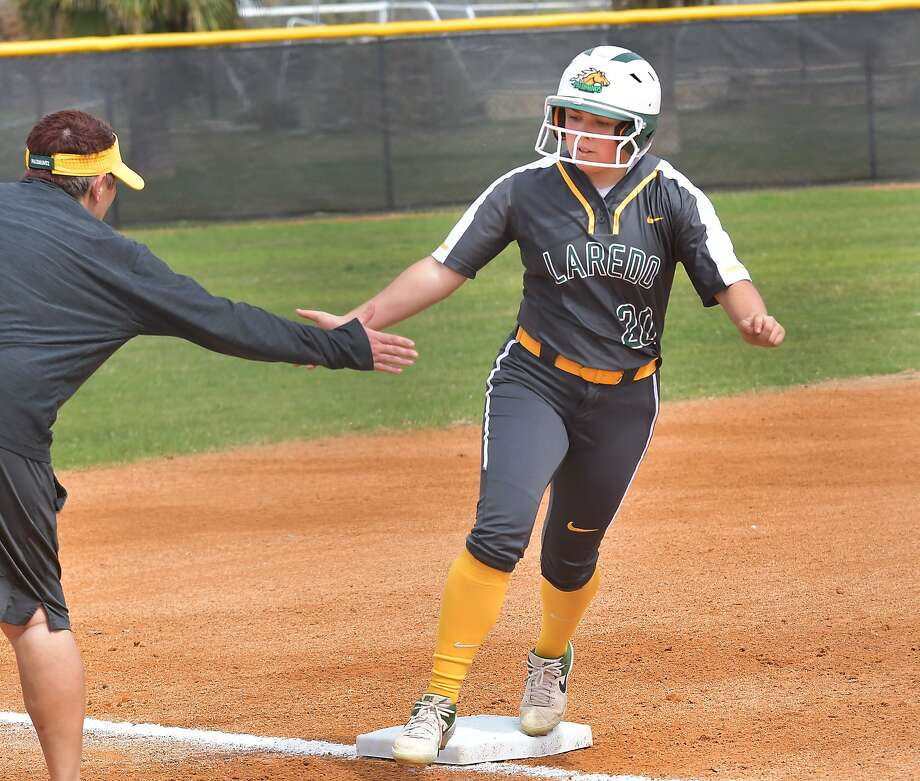 The Laredo College softball team split its doubleheader against Coastal Bend to move into a three-way tie for fifth place in the Region XIV South Zone Division. Photo: Cuate Santos /Laredo Morning Times File / Laredo Morning Times