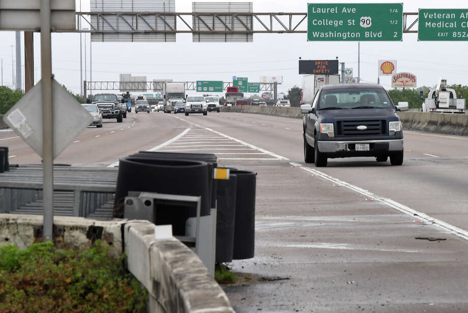 East bound traffic on Interstate 10 splits at the exchange near 11th Street on Thursday. The Texas Department of Transportation is proposing a $500 million expansion project and is looking to area residents for suggestions.   Photo taken Thursday, 4/4/19 Photo: Guiseppe Barranco/The Enterprise / Guiseppe Barranco ©