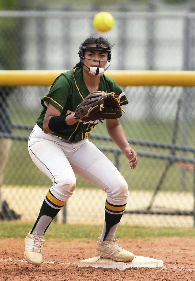 Holmes first baseman Ariana Martinez hit three home runs, had 10 RBIs and scored seven runs last week in victories over Jay and Taft. Photo: Billy Calzada / Staff Photographer / San Antonio Express-News