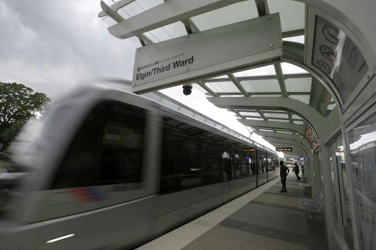Running light rail between downtown and Hobby Airport makes sense only if Metro isn't focusing solely on the destnations, but serving the neighborhoods between, too.