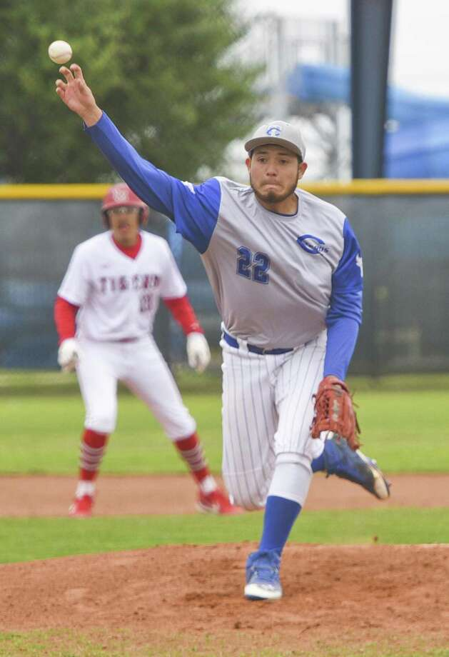 Juan Landa and Cigarroa are back in the District 29-5A playoff race after it defeated Alice last Friday. Photo: Danny Zaragoza / Laredo Morning Times File / Laredo Morning Times