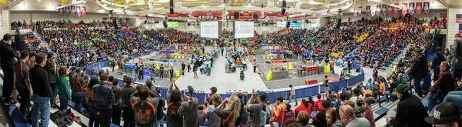 A scene from the 2018 FIRST Robotics state championship in SVSU's Ryder Center. (Michael Randolph, SVSU)