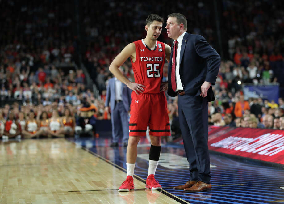 Texas Tech's Davide Moretti (25) talks with head basketball coach Chris Beard during the NCAA Division I Men's Basketball championship against University of Virginia, April 8, 2019, at U.S. Bank Stadium in Minneapolis. James Durbin / Reporter-Telegram Photo: James Durbin / Midland Reporter-Telegram / ? 2019 All Rights Reserved