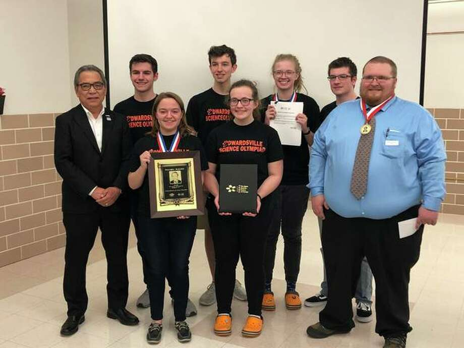 The EHS Science Olympiad Team received the Nambu award for their performance at the 2018 State Science Olympiad competition. The award consisted of a plaque and $2,000 as well as a biography and personal message from Nobel Prize winner Yoichiro Nambu, for which the award is named. Photo: Julia Biggs | The Intelligencer