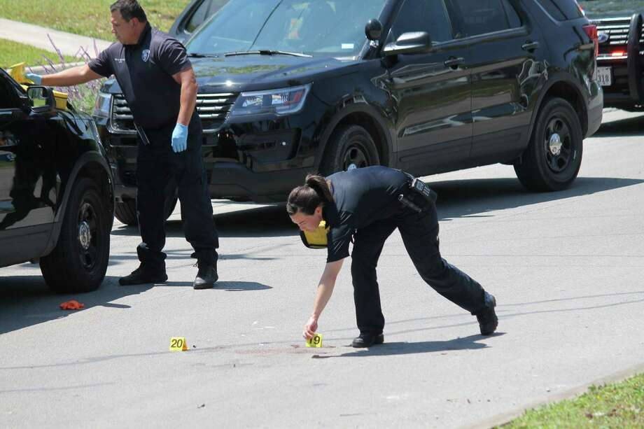 Police respond to a shooting call near Virginia Boulevard and St. Anthony Ave. Photo: Fares Sabawi/San Antonio Express-News