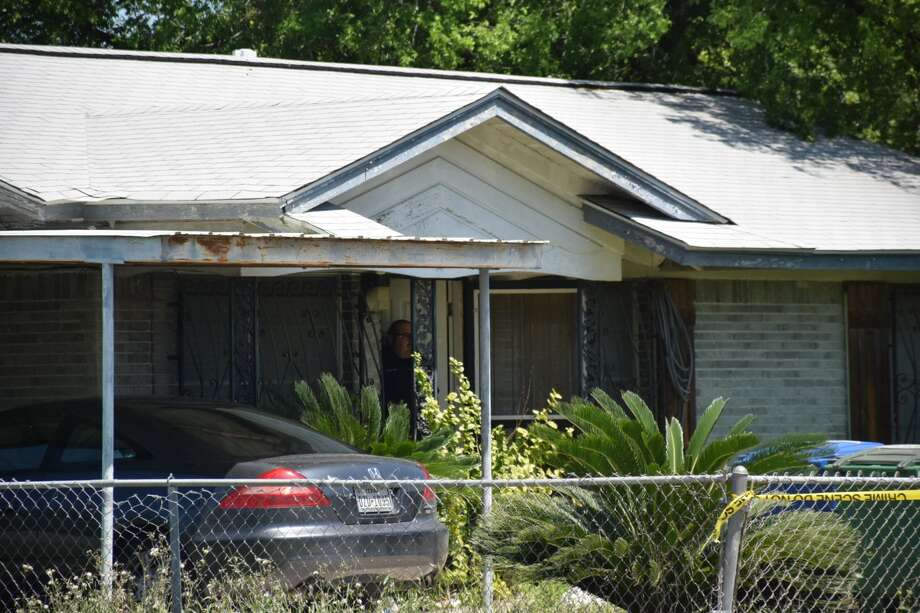 A woman was killed in an apparent robbery on Tuesday, April 9, 2019 in the 7600 block of Stagecoach Lane on San Antonio's West Side. Photo: Caleb Downs/San Antonio Express-News