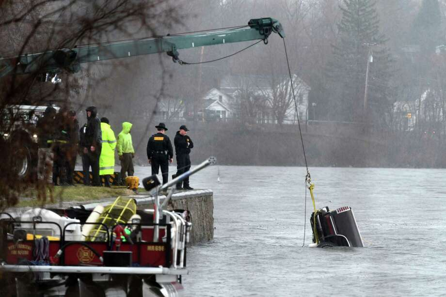 Pickup truck driver's body recovered from Mohawk River - Times Union