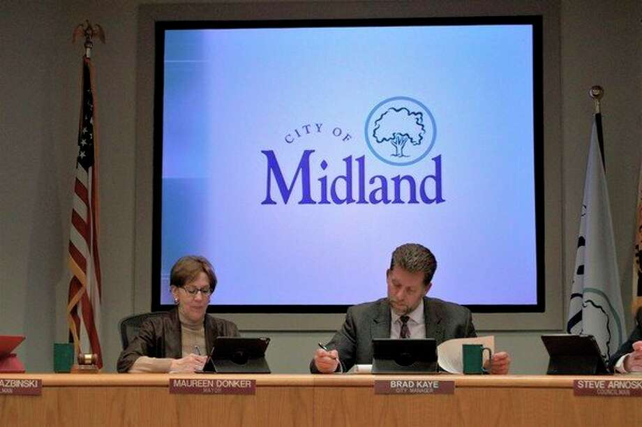 Midland Mayor Maureen Donker (left) and Midland City Manager Brad Kaye conduct the city council meeting on April 8 at City Hall. (Ashley Schafer/Ashley.Schafer@hearstnp.com)