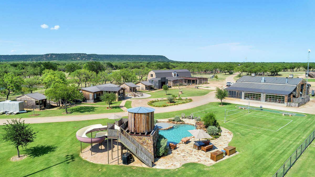 Rocker B Ranch is a 320-acre property in Palo Pinto near Graford, Texas. Sleeps: 68 Unique features: Three baseball fields, fishing lake and driving range.