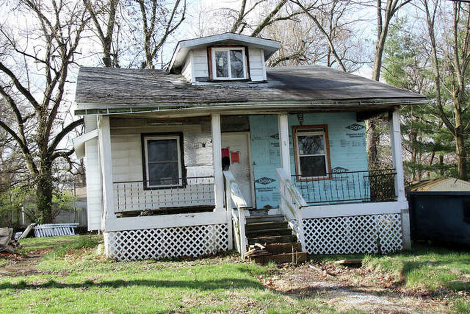This home, located at 624 Hill Avenue, is slated for demolition sometime in the next six to 18 months, per city officials. Photo: Charles Bolinger | The Intelligencer