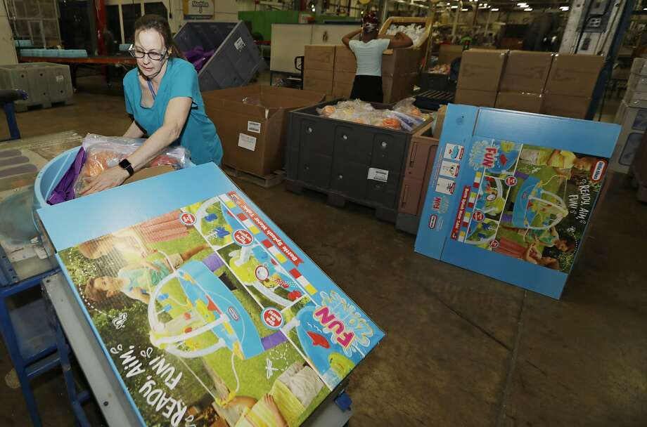 Kelly Schubert packages up a Battle Splash Water Tank at Little Tikes toy maker, a big supplier to Toys R Us. Photo: Tony Dejak / Associated Press