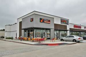 Katy Green II is home to Verts Kebap, Snap Kitchen, Mattress One, Corner Bakery, Masala Wok, and Smile Clinique. An affiliate of Wile Interests has sold Katy Green II to CH Retail/Acquisitions. It is at the southwest corner of the Katy Freeyway and Greenhouse Road.