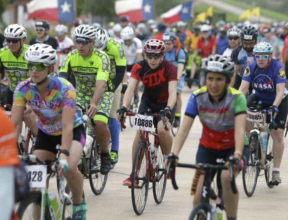 Riders embark on their two-day, 150-plus mile journey for the annual BP MS 150 Houston to Austin Bike Ride. Photo: Melissa Phillip, Staff / Houston Chronicle / © 2017 Houston Chronicle