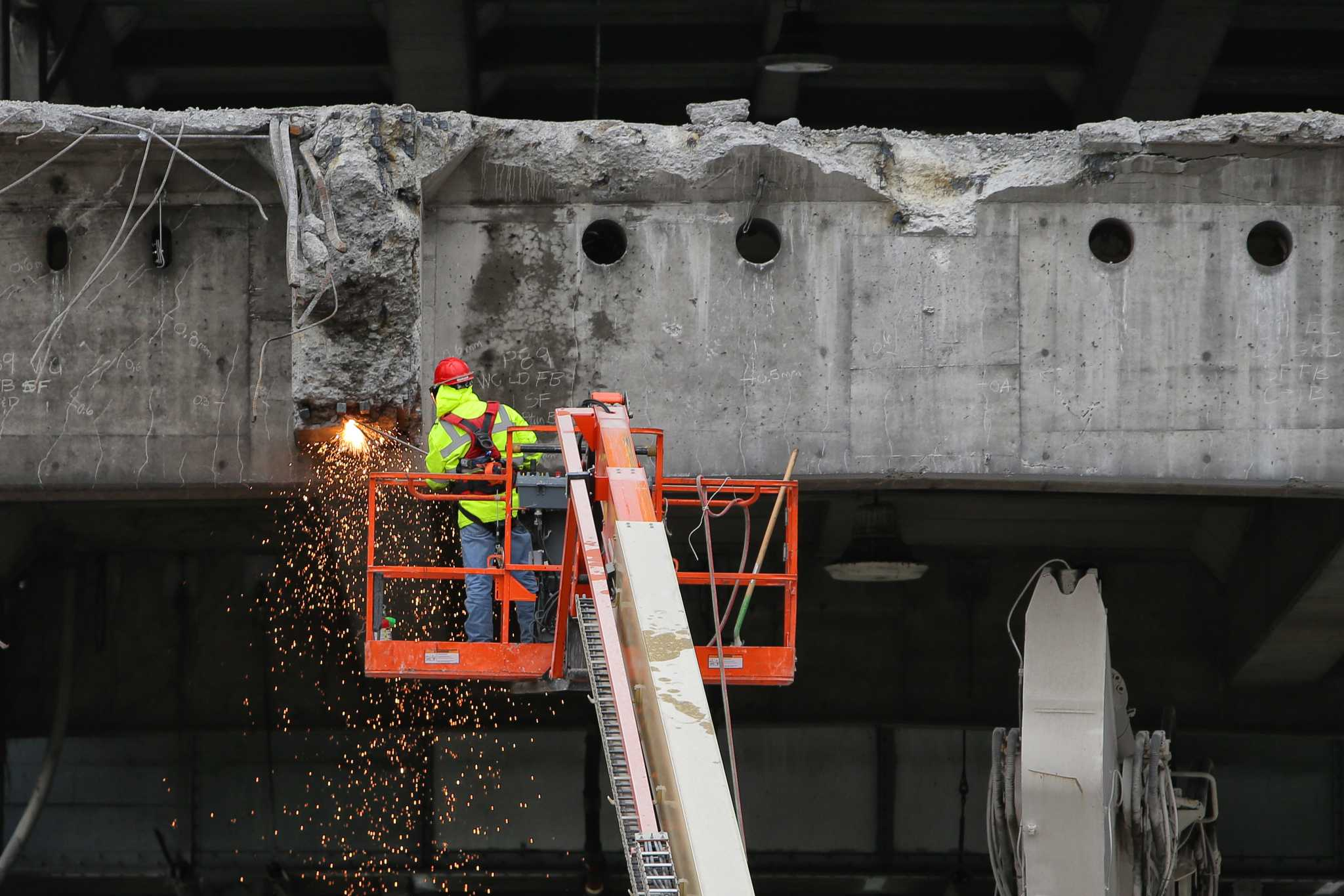 Work continues on Alaskan Way Viaduct demolition, now north of ferry terminal