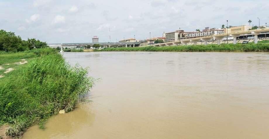 Agua de Presa La Amistad irá a la Falcón, lo que hará más fuerte el flujo, Protección Civil y Bomberos exhortan a pescadores y bañistas a no introducirse en la corriente. Photo: Foto De Cortesía /Gobierno Municipal De Nuevo Laredo