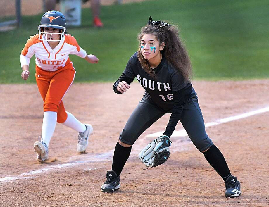 Chantel Garza and United South host Eagle Pass at 5 p.m. Friday to open a doubleheader at the SAC. LBJ and United meet in Game 2 of the doubleheader at 7 p.m. Photo: Cuate Santos /Laredo Morning Times File / Laredo Morning Times