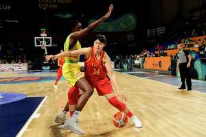 China's center Yueru Li (R) vies with Australia's forward Eziyoda Magbegor during the FIBA 2018 Women's Basketball World Cup quarter final  match between Australia and China at the Santiago Martin arena in San Cristobal de la Laguna, on the Canary island of Tenerife, on September 28, 2018. (Photo by JAVIER SORIANO / AFP)        (Photo credit should read JAVIER SORIANO/AFP/Getty Images)