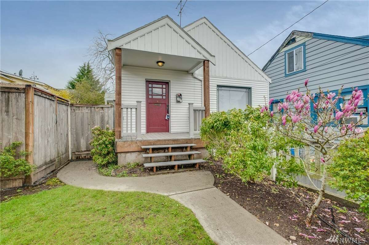 A vintage charmer with a location near the Bremerton Ferry, as well as downtown shopping and dining. Ceramic tile floors in the kitchen leads to carpet on the main floor, where you'll find classic features such as coved ceilings, original hardware and moldings. 707 High Ave., listed for $224,500. See the full listing here.