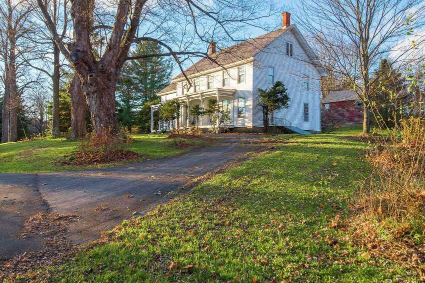 House of the Week: 106 Moore Rd., East Greenbush | Realtor: Vera Cohen of Vera Cohen Realty | Discuss: Talk about this house
