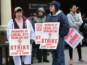 Stop & Shop workers' strike enters fifth day - Connecticut Post