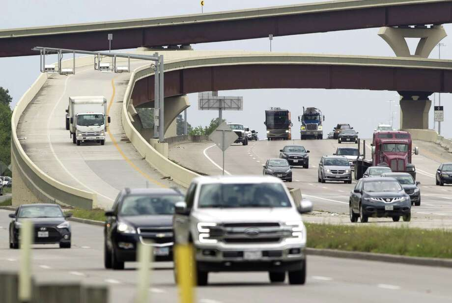 Vehicles exit the flyover from Texas 242 to I-45 South, Thursday, April 11, 2019. Photo: Jason Fochtman, Houston Chronicle / Staff Photographer / © 2019 Houston Chronicle