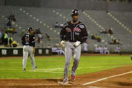 Tecolotes right fielder Domonic Brown