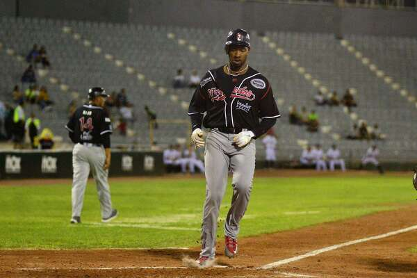 Tecolotes right fielder Domonic Brown