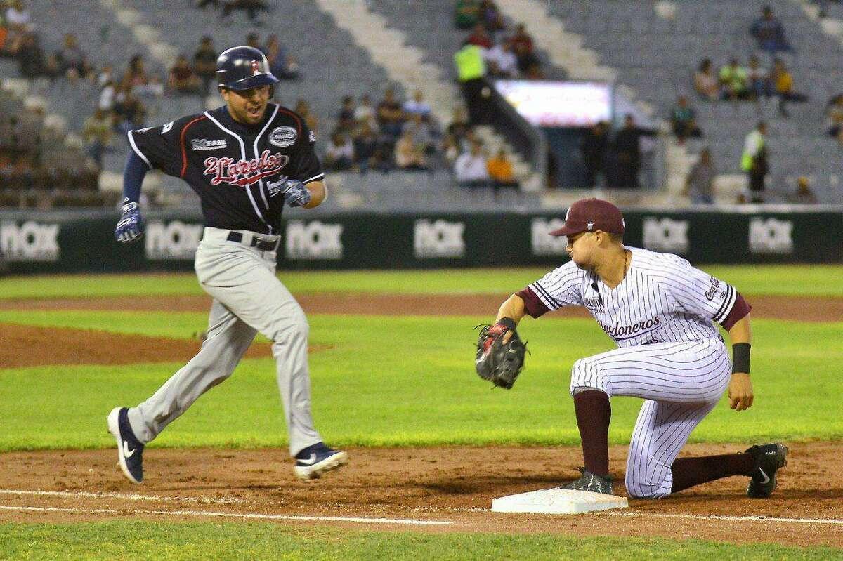 Tecolotes shortstop Roberto Valenzuela