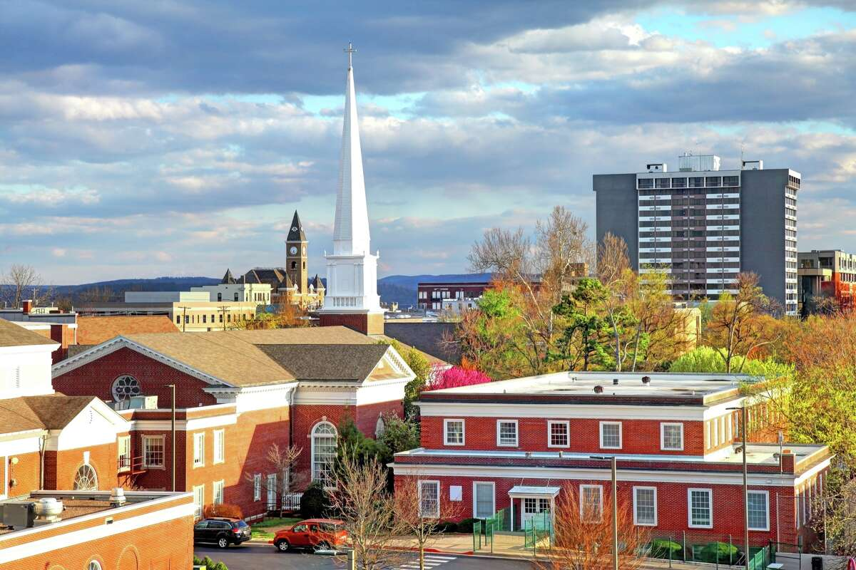 Fayetteville, the third-largest city in Arkansas and one-time home of Bill and Hillary Clinton, was ranked higher than San Francisco in U.S. News and World Report's annual Best Places to Live report. We took a look how each city compares.