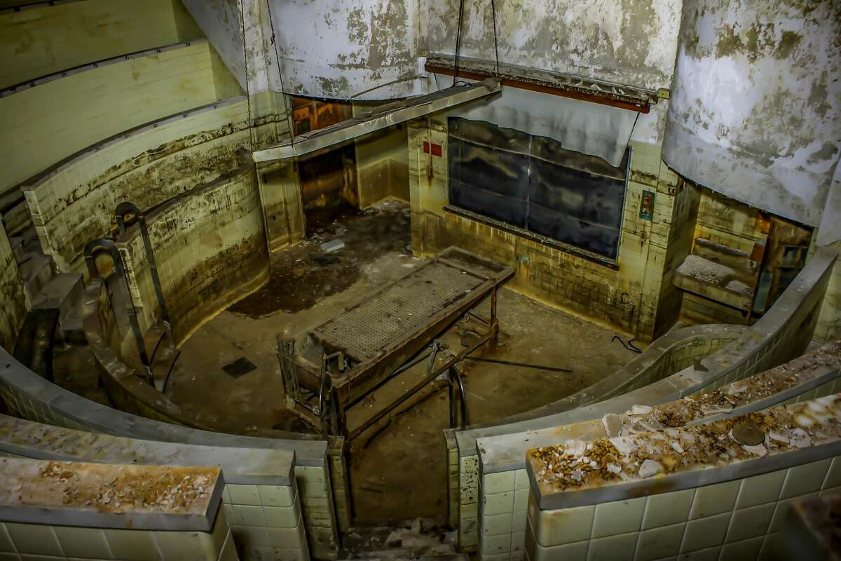 Leland Kent: The autopsy amphitheater located in the basement of Charity Hospital