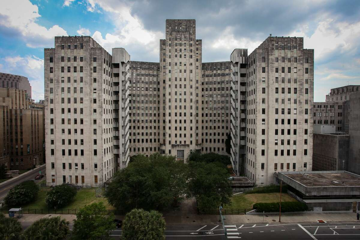 Leland Kent:The art deco Charity Hospital in New Orleans >>> Click through to see more abandoned places in New Orleans