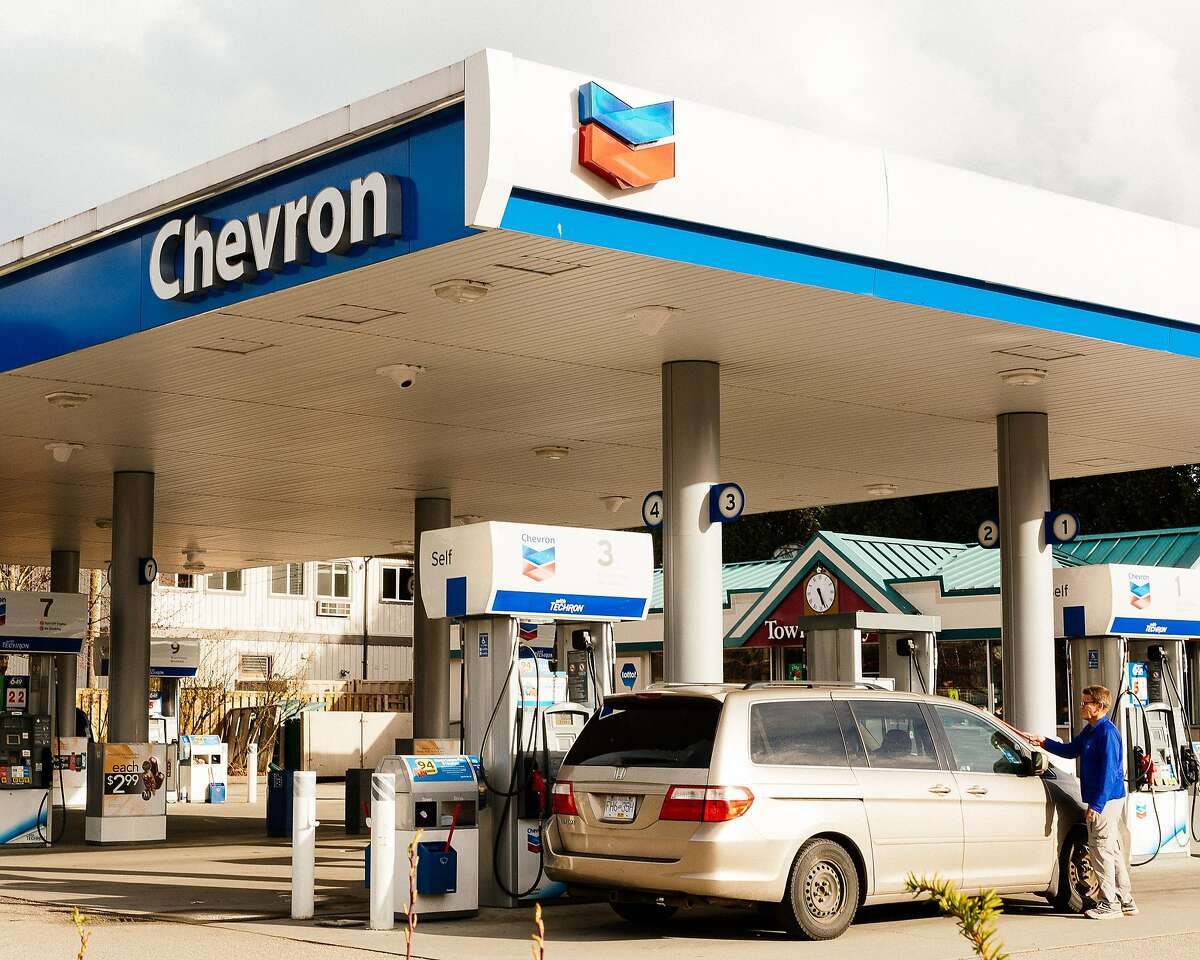 A customer at a Chevron gas station in Squamish, British Columbia, Canada, March 26, 2019. Chevron said on Friday that it would buy Anadarko Petroleum for $33 billion, putting it in direct competition with Exxon Mobil to become the dominant player in American shale oil development and a stronger force in the growing international trade in natural gas. (Alana Paterson/The New York Times)