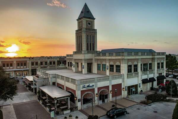 LaCenterra at Cinco Ranch is a 412,900-square-foot outdoor mixed-use retail lifestyle center along the Grand Parkway at Cinco Ranch Boulevard in Katy.